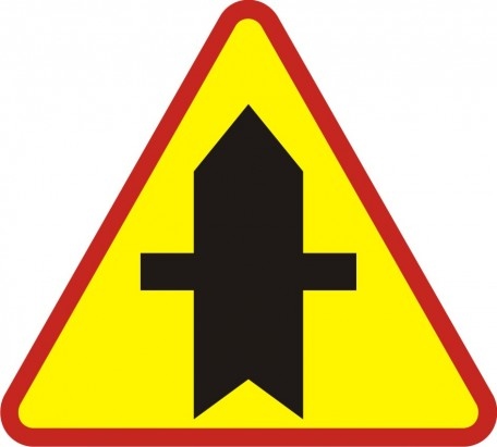 Intersection with minor side-road on both sides